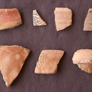 Pottery of the Medieval period from the fortress near Karmel (photo: Claudia Näser)